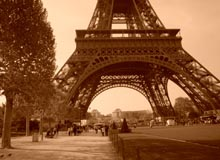 Hannah Charbit - Sous la tour Eiffel - Carousel - My French Life - Ma Vie Francaise